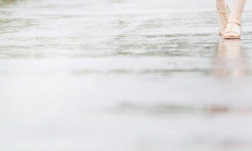 防水スプレーアメダスは服や鞄に使える?どこが最安値?効果口コミ紹介